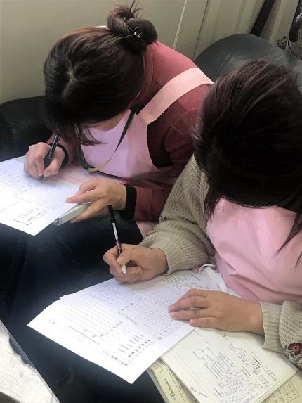 日本語を勉強するキルギス学生