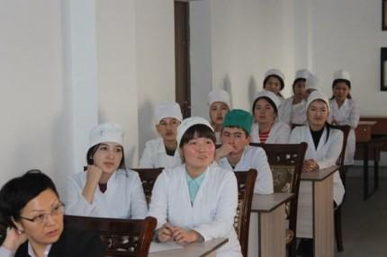 キルギスの介護実習の様子