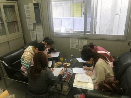 日本語を学ぶキルギスから来た学生