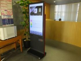大学図書館での屋内用デジタルサイネージ導入事例