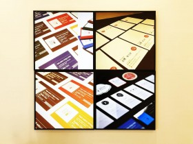 印刷会社に導入したSNSサイネージ 屋内用デジタルサイネージ