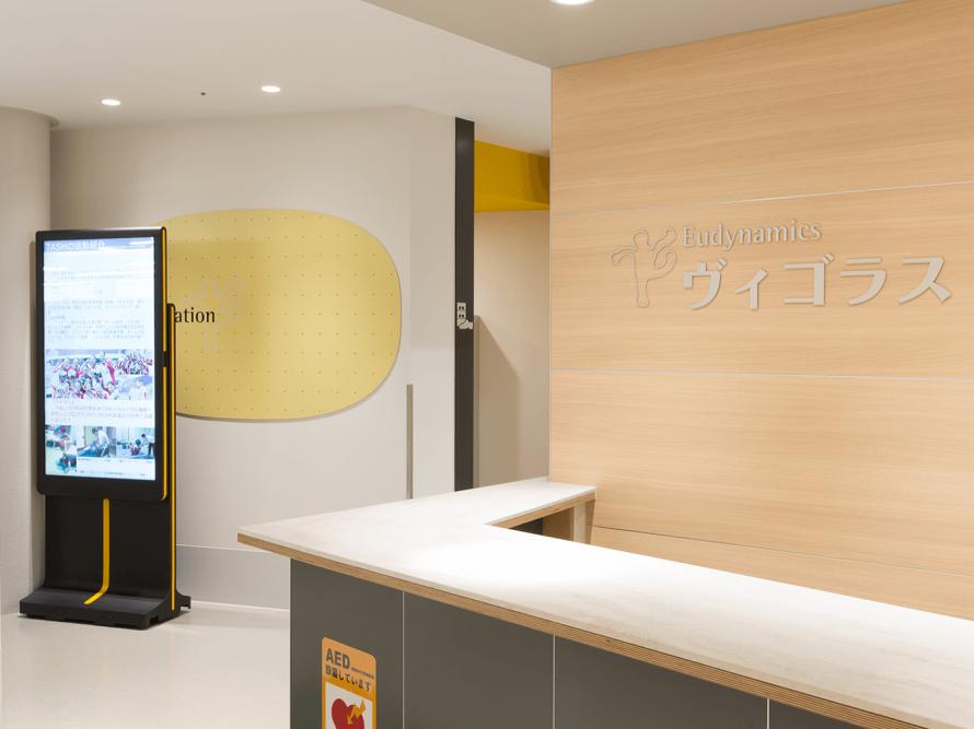 病院内に屋内用デジタルサイネージを設置した画像