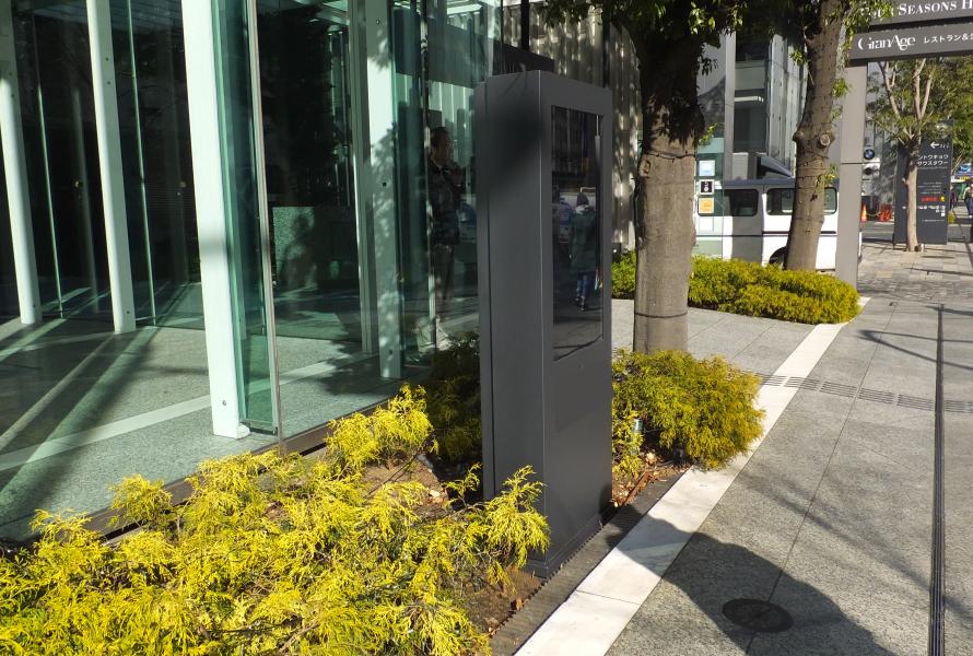 都内ホテルにて屋外用デジタルサイネージの導入事例