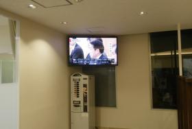スポーツクラブへの屋内用デジタルサイネージ導入事例